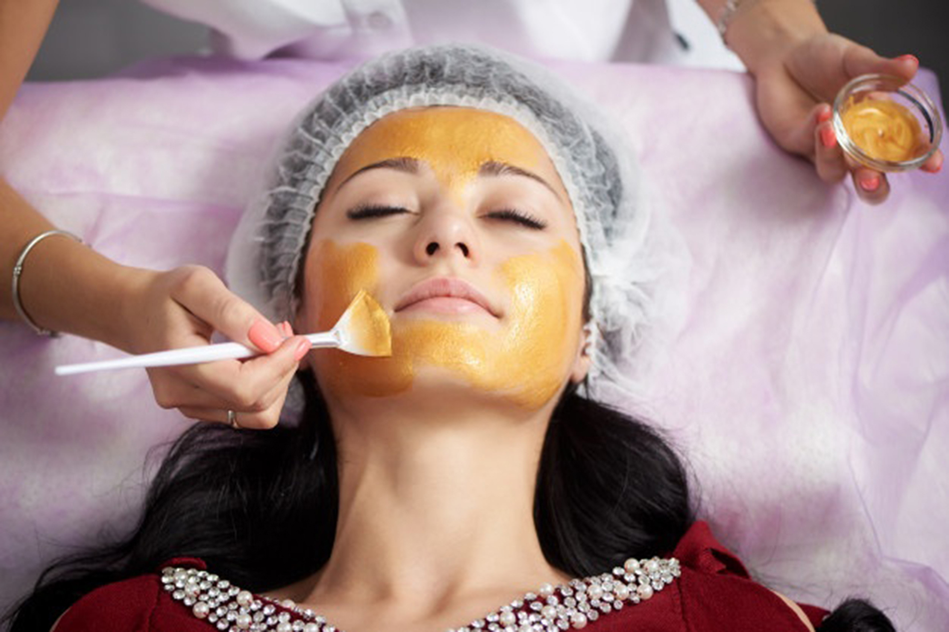 Gold Luxury Anti Aging Treatment